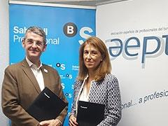 María del Carmen Urraca y Santigo Aguilar tras la firma del convenio