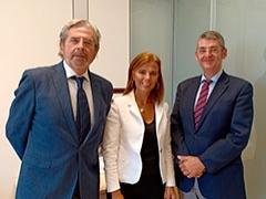 Almudena Maílo con los miembrosde la AEPT