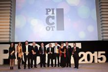 Imagen de los ganadores en el escenario