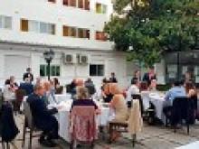 Panorámica de la cena celebrada en primavera 2017 al aire libre